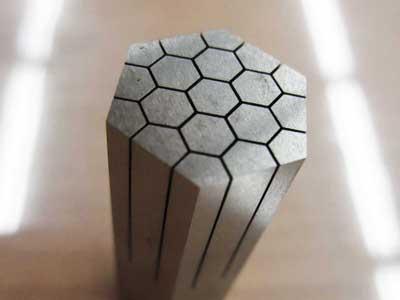 セラミック触媒金型のスリット加工 W0.3mm